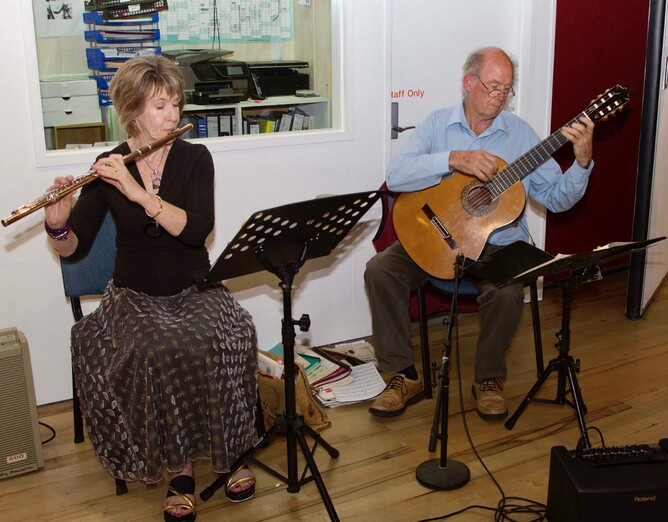 Flutara, Jocelyn Beath and Ross Townsend entertained with some beautiful music.