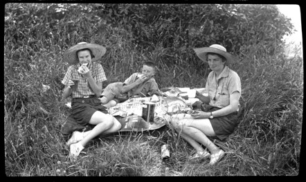Lunch near Waitara, 1935